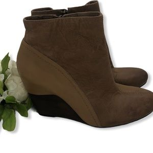 Vince Camuto ankle boots wedge heel